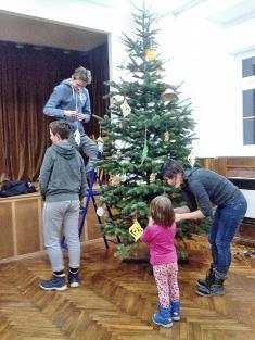 Zdobení vánočního stromečku v KD 2018